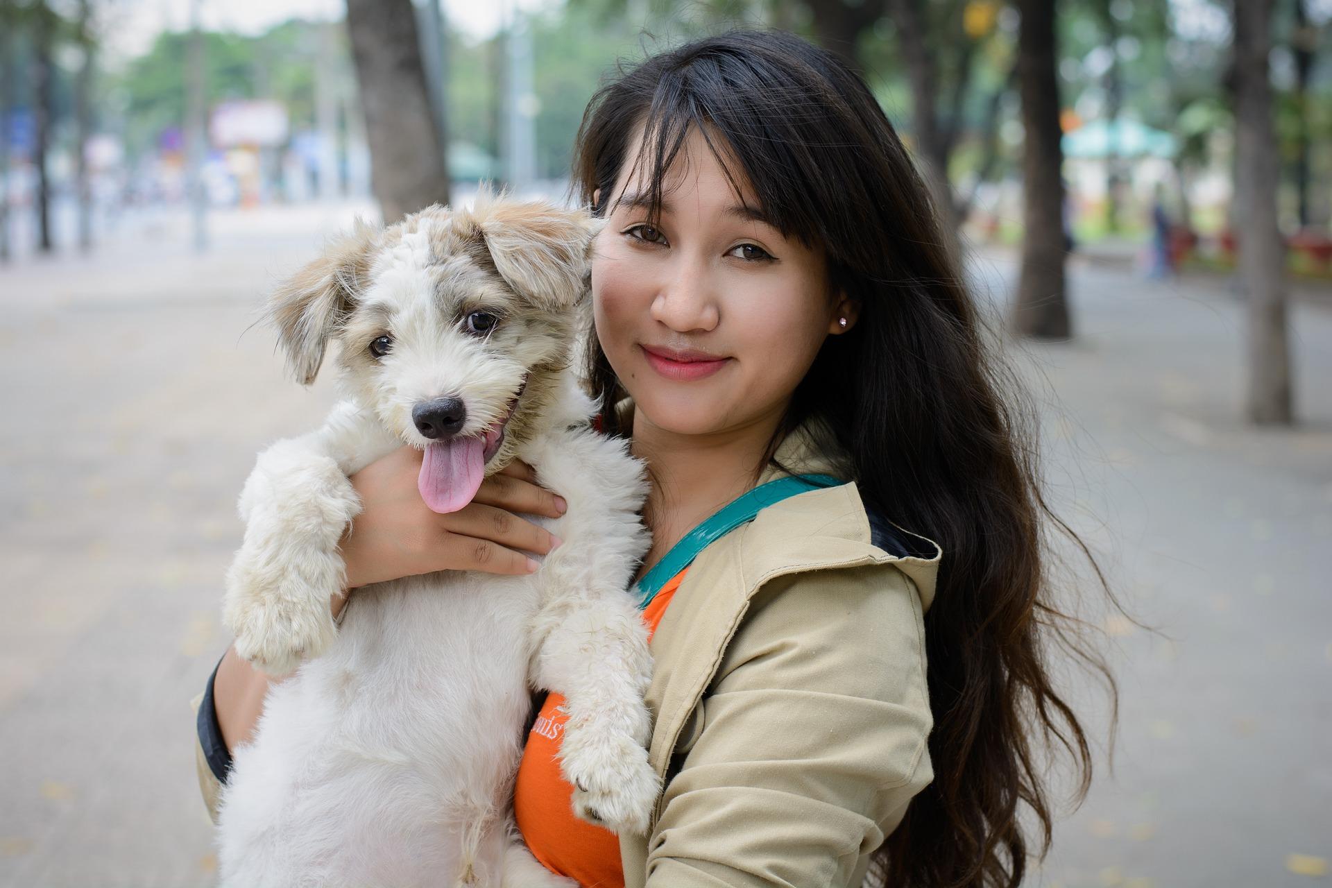 website 4429454 chinese vrouw met boomer